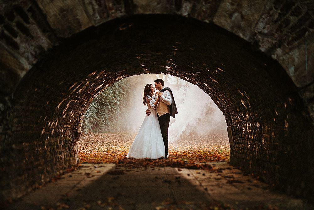 Brautpaar mit Rauchfackel